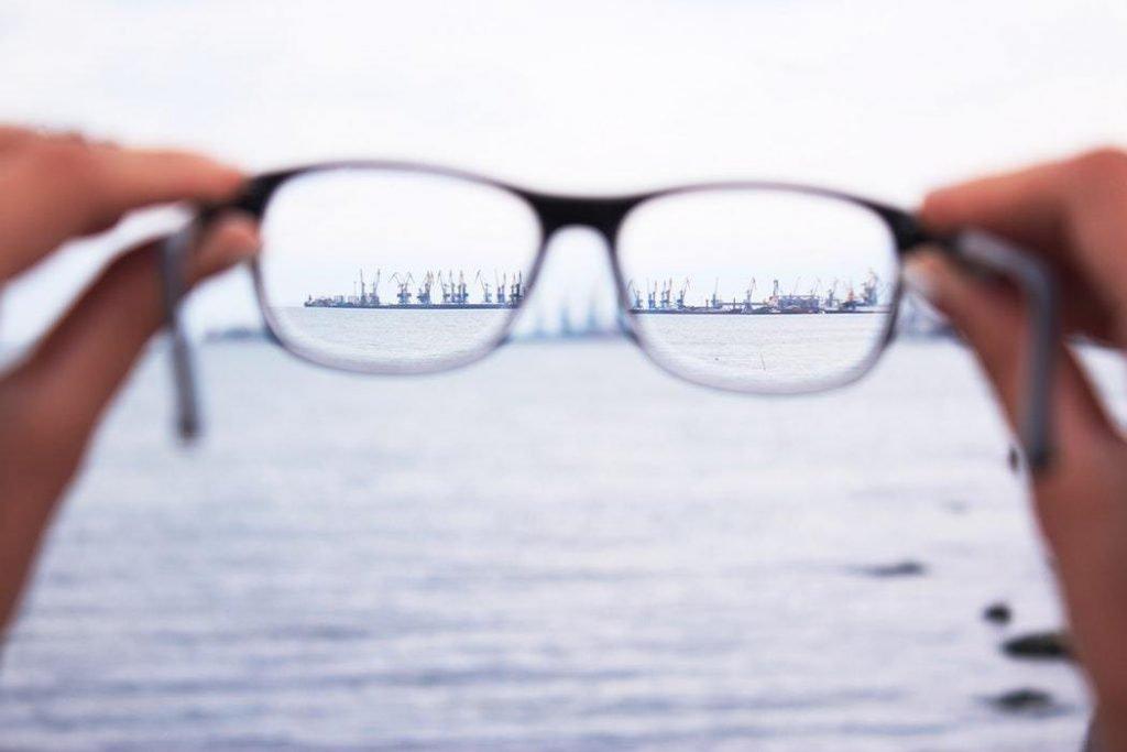 odaklanmaya çalışan bir insan