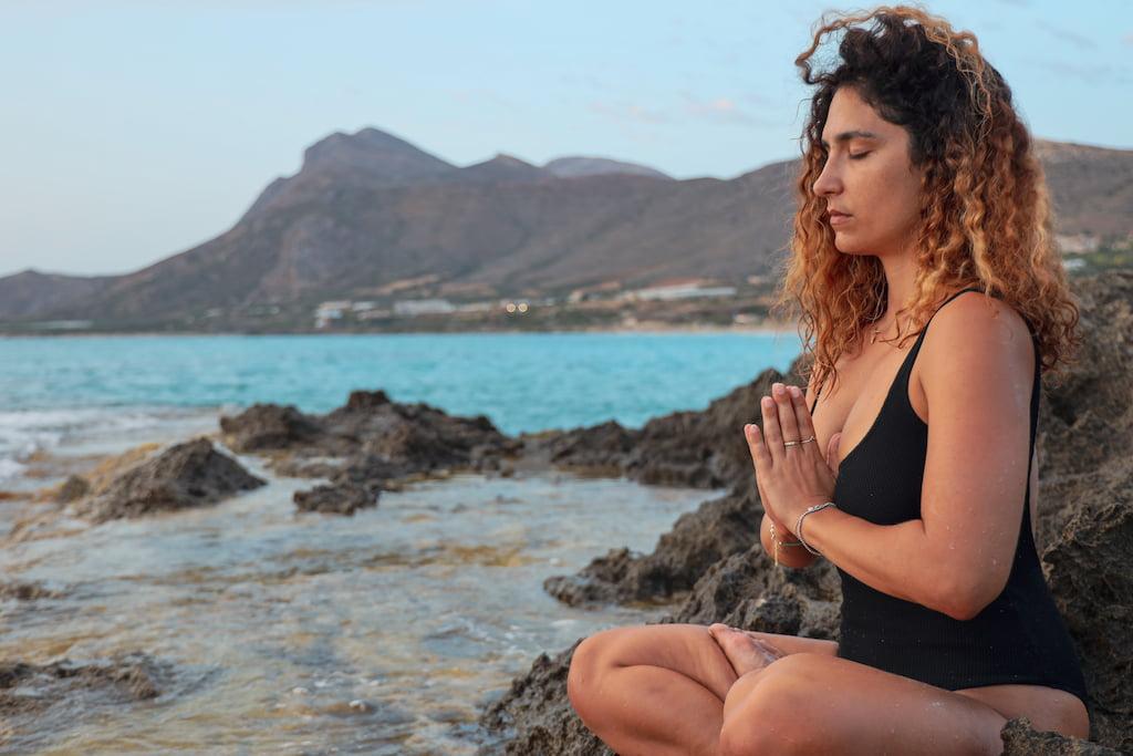 mindfulness meditation near lake